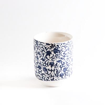 Чашка с узором синяя