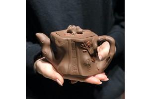 Глиняный чайник. Дерево